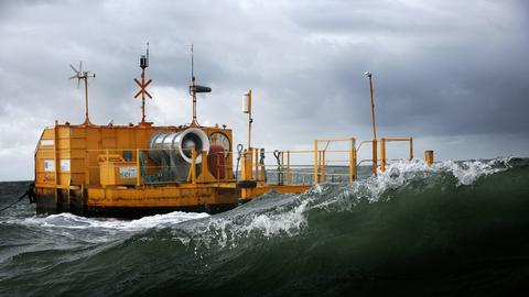 Irish wave energy technology company Ocean Energy makes a splash in the US with US Navy Partnership